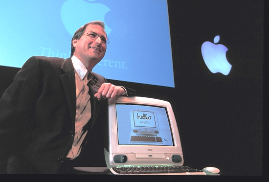 Steve Jobs présente l'iMac